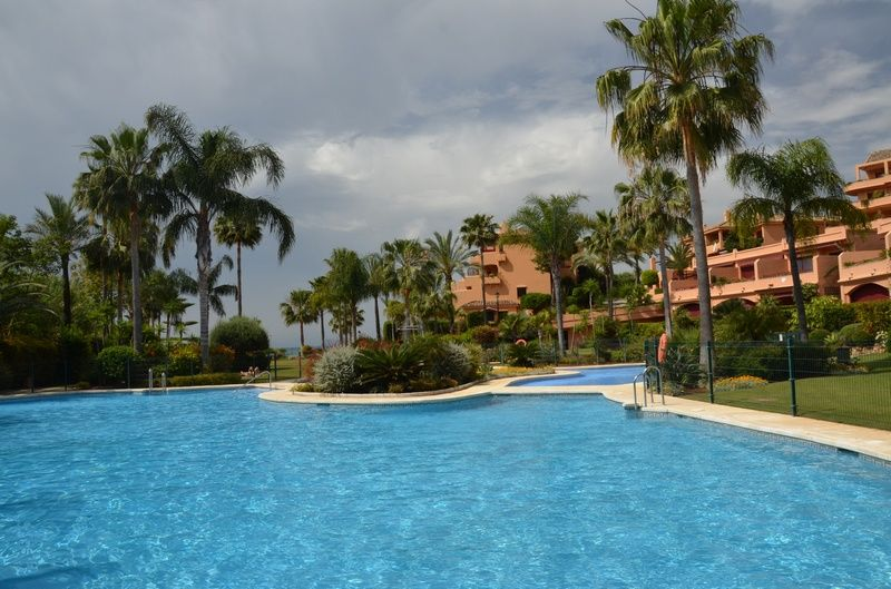 Swan International Real Estate: Apartment in Estepona Playa, Estepona